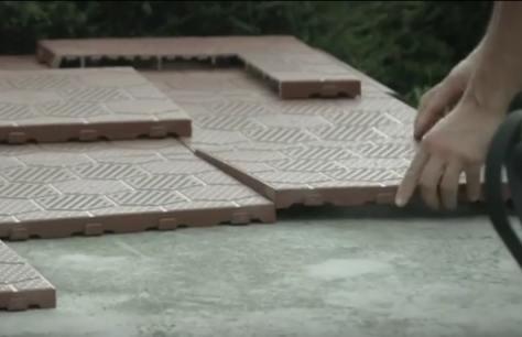 Piastrelle easy per la pavimentazione esterna bricoliamo - Pavimentazione giardino senza cemento ...