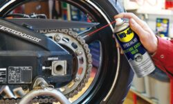 pulitore spray per la catena della moto