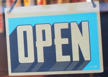 cartello open negozio