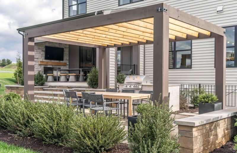 tettoia o pergolato per esterno casa