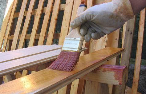 Guida alle vernici impregnanti per legno bricoliamo for Verniciare legno grezzo