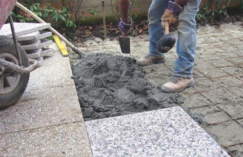 Realizzare una pavimentazione in giardino bricoliamo - Pavimentazione cortile esterno ...