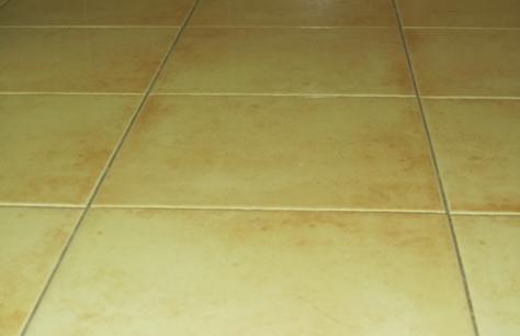 Quali sono le tipologie di piastrelle adatte per il bagno come