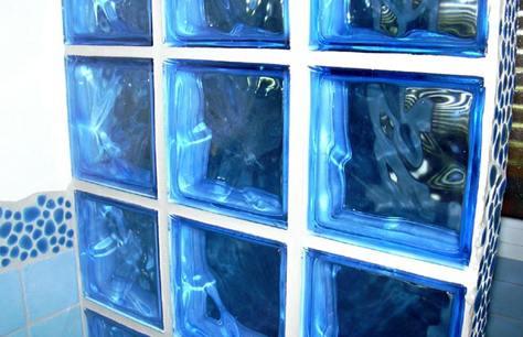 La guida per costruire con il vetrocemento bricoliamo - Mattoni vetrocemento per doccia ...