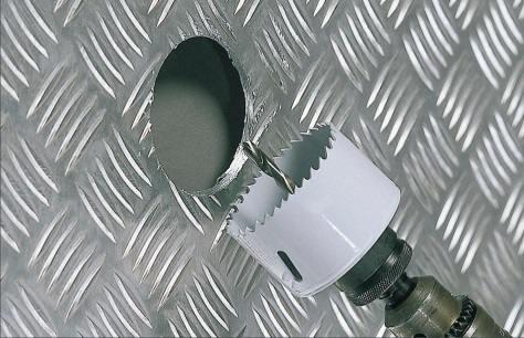 Forare con le seghe a tazza utile accessorio del trapano bricoliamo